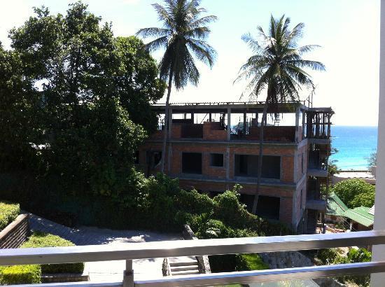 Sugar Palm Grand Hillside: Pagamos vistas al Mar!!y te dan vistas a la obra!!!