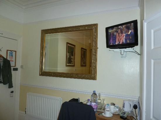 The Pendennis Guest House: TV neben Eingangstür