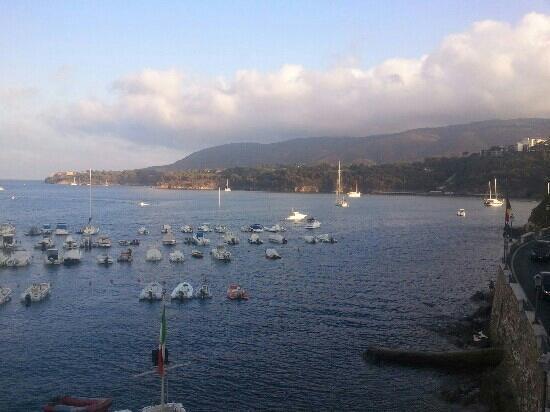 Hotel Baia Blu: Affiaccio sul porto