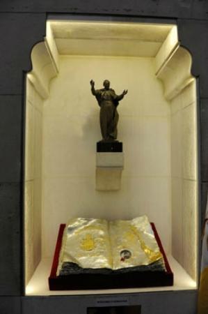 Catedral de Sta Maria la Real de la Almudena: Reliquia de Juan Pablo II