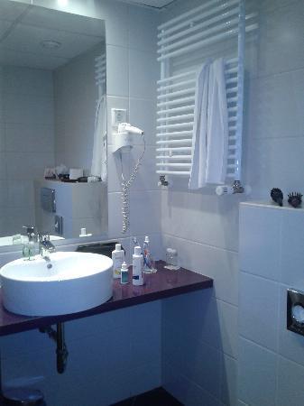 Cosmo City Hotel: Bagno