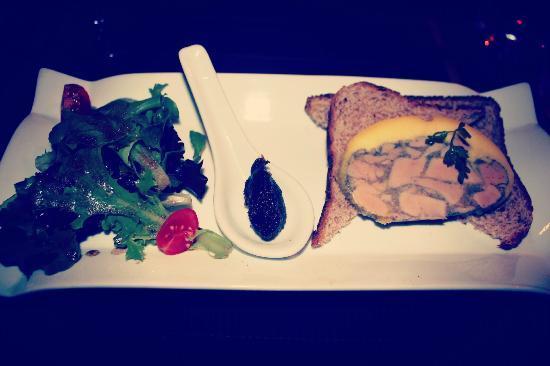Le Chat Plume: Le foie gras maison cuit au torchon, Chutney de figues.