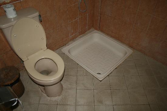 Adi Cottages: bathroom 3