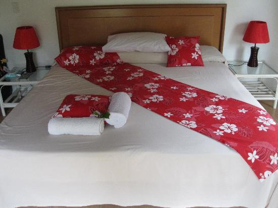 The Cooks Oasis Holiday Villas: King Size Bed