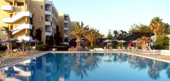 Amoudara, Yunani: Большой бассейн и главный корпус
