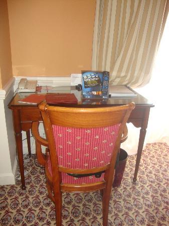 le petit bureau de la chambre - Picture of Hotel Barriere Le Grand ...