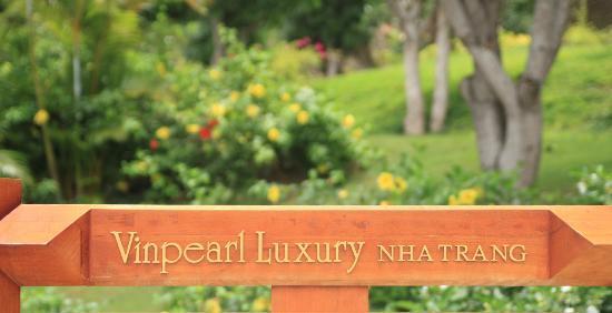 Vinpearl Luxury Nha Trang: ホテル正面の看板