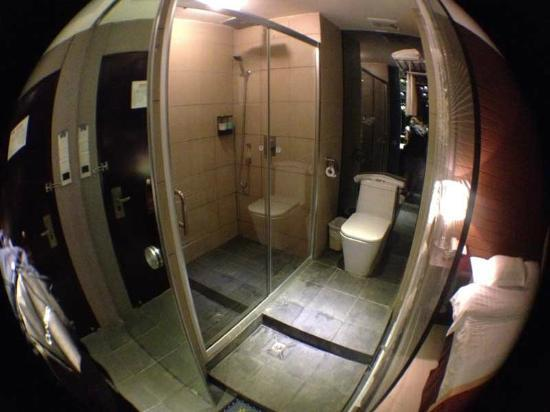 East Asia Hotel: bagno