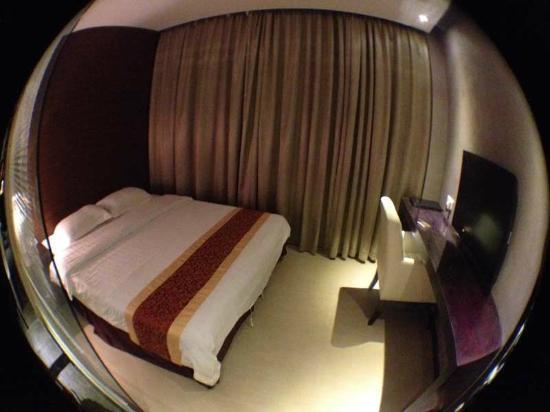 East Asia Hotel: camera