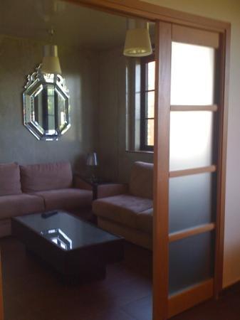 Olivarius Apart'Hotel : lounge showing sliding doors from dining room