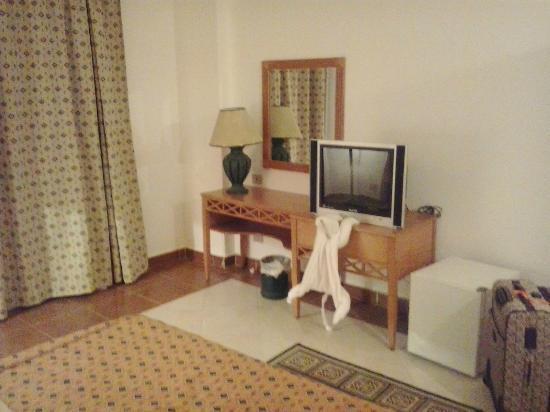 Blue Reef Red Sea Resort: room furniture