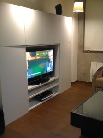 Olivarius Apart'Hotel : Flat screen TV in lounge + DVD player and surround sound!!!