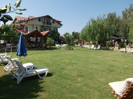 Crescent Hasirci Hotel & Villas: Gardens