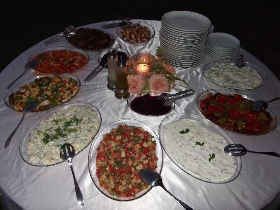 Crescent Hasirci Hotel & Villas: Fantastic Mezze in the gardens of the Crescent