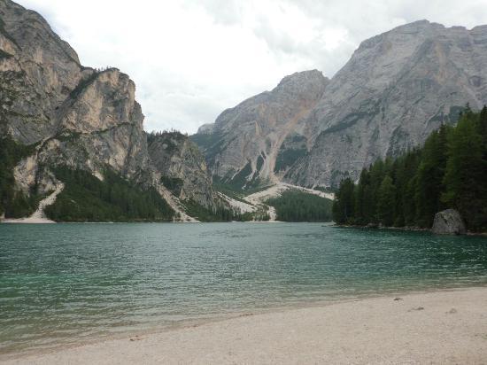 Hotel Pragser Wildsee: lago