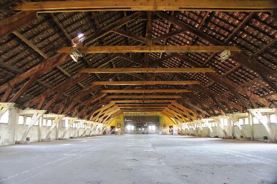 Ruang di bawah atap (lantai tiga) - Picture of Lawang Sewu ...