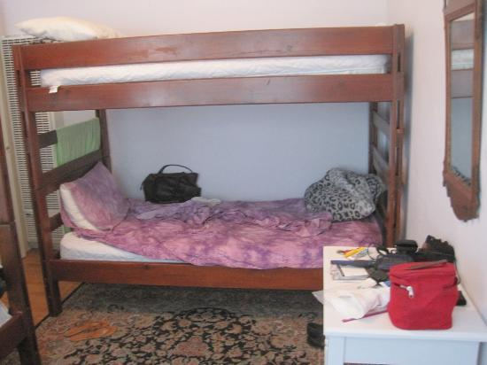 Orange Drive Hostel: bed