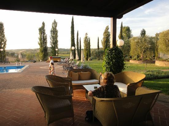 Agriturismo La Sovana: casual dining area and view of the pool side
