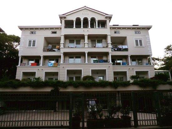 Hotel Villa Vera: la facciata dell'hotel