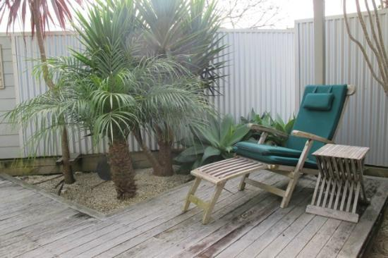 Tairua Shores Motel: Private outdoor shell garden.