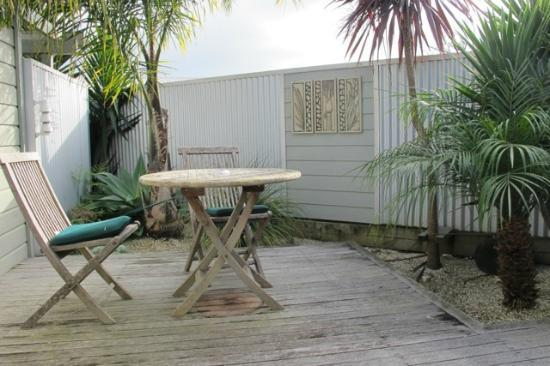Tairua Shores Motel : Private outdoor shell garden.