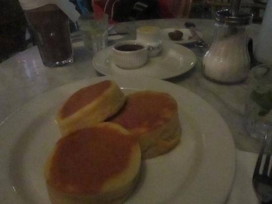 More Cafe : Pancakes at 10pm