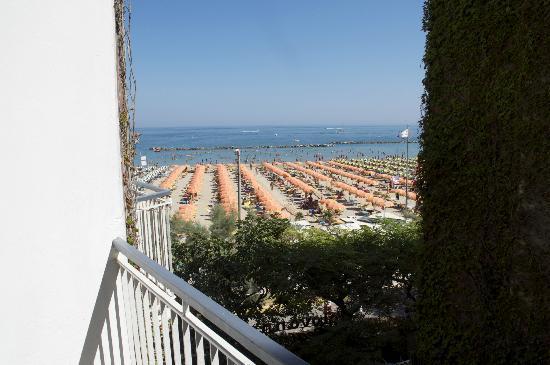 Giovanna Regina Hotel: Visuale dal piccolo balcone