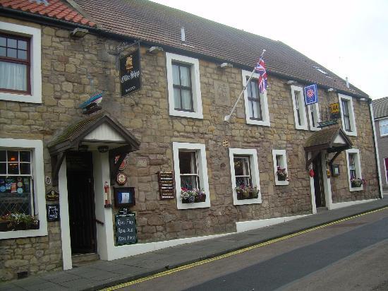 The Olde Ship Inn: the old ship, seahouses