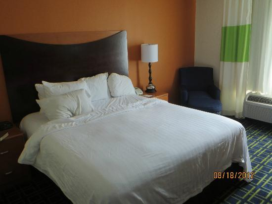 Fairfield Inn Portland/ Maine Mall: Bed