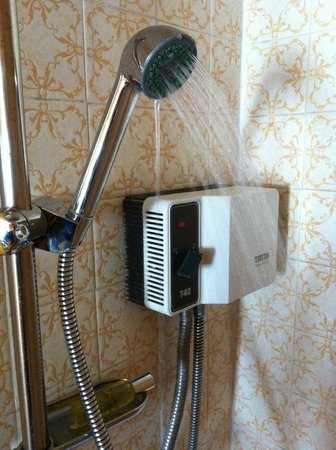 Prince Regent Hotel: Shower with ridiculously poor pressure