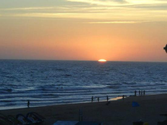 Carabela Beach & Golf Hotel: Puesta de sol desde el Beach Club - Hotel Carabela Matalascañas