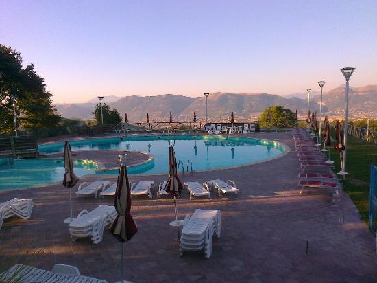 Faro Rosso: Piscina con vista panoramica! Aperta dalle 9:00 alle 18:30. Altezza 60 cm fino a 3,30 cm. Splend