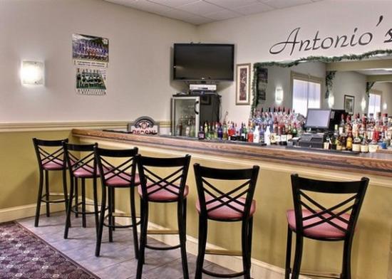 Quality Inn: Hotel Bar