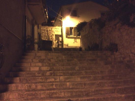 Chicchi di Melograno : Uno scorcio della scalinata