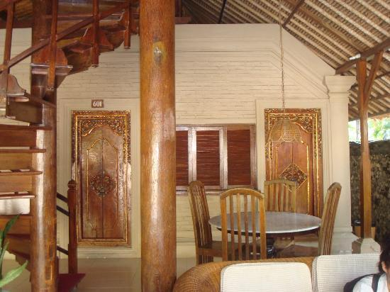 Aneka Beach Hotel: the suite terrace, made from good woods, balinese design