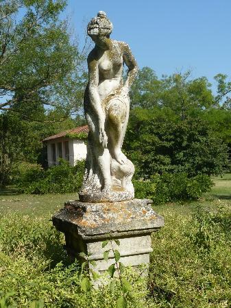 L'Hermitage : garden statue