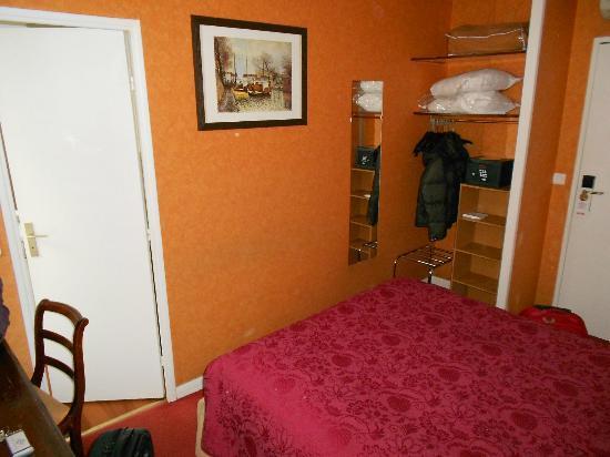 Quality Hotel Abaca Messidor Paris : Stanza con letto alla francese