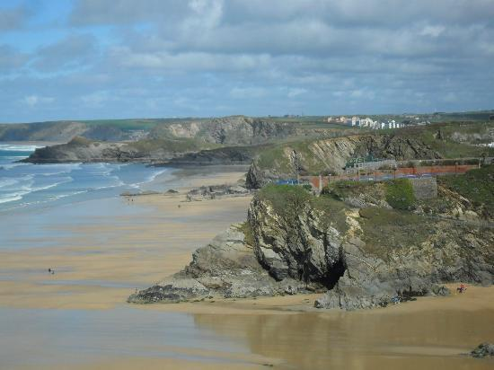 Trebarwith Hotel: View down the coast from hotel