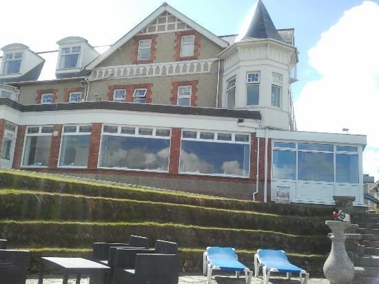 Trebarwith Hotel: Looking back at hotel from veranda (dining room on ground floor)