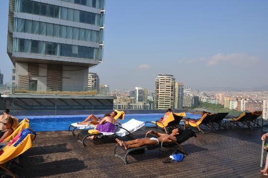 Piscina foto di ac hotel barcelona forum by marriott barcellona tripadvisor - Hotel piscina barcellona ...