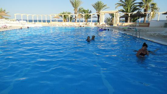 Piscine photo de hotel club les colombes hammamet for Colombes piscine