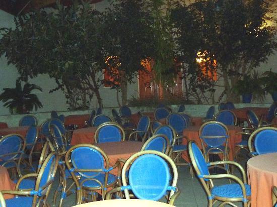 Hotel Les Grenettes : la salle du petit déjeuner pour commencer la journée ,