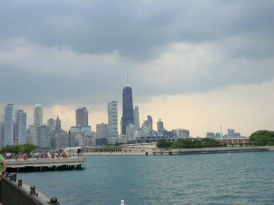Lake Michigan: Chicago skyline