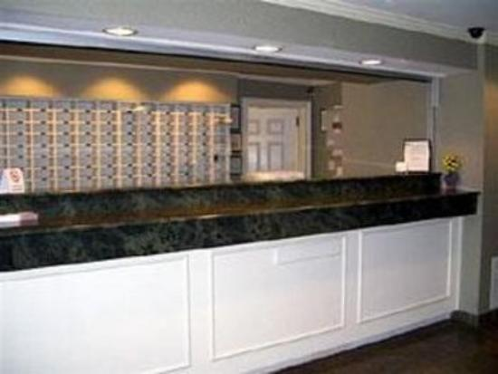 Suburban Extended Stay of Fort Myers: Lobby