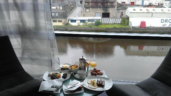 The d Hotel: Lovely breakfast with view out window.