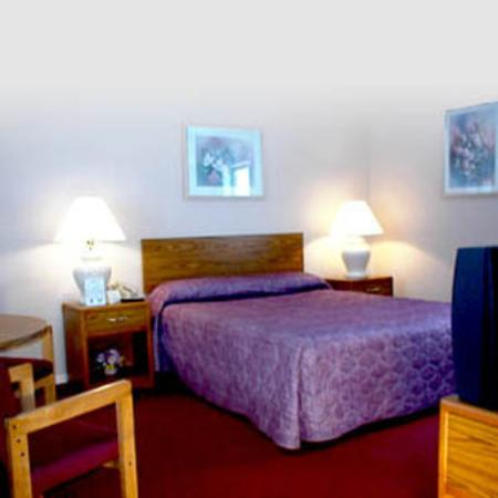 Budget Host Inn Manistique: Guest Room