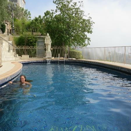 Chateau de la Chevre d'Or: Lovely pool overlooking the Med