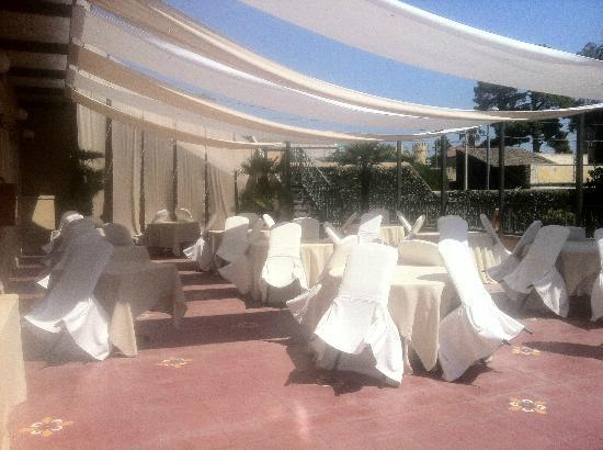 Villa Del Bosco Hotel: Open air restaurant