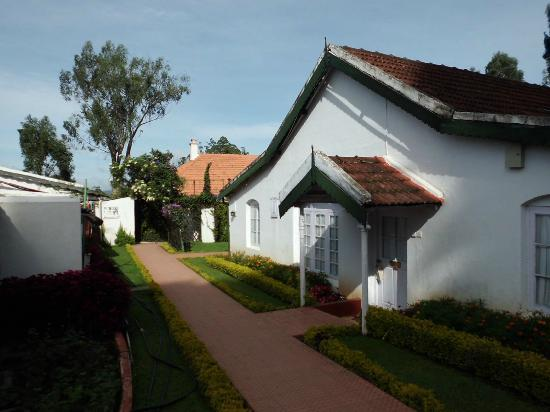 Taj Savoy Hotel, Ooty: Walkway leading to room 211