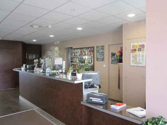 Inter-Hotel Belleville : desk